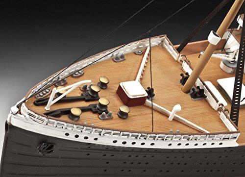 """Revell Modellbausatz Schiff 1:400 – Geschenkset """"100 Jahre TITANIC"""" im Maßstab 1:400, Level 5, originalgetreue Nachbildung mit vielen Details, Kreuzfahrtschiff, 05715 - 8"""