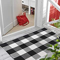 🏡 This cute black and white rug will fit perfectly into indoor or outdoor decor of your home, apartment or farmhouse. Multifunctional: use it in front of your home, kitchen, bathroom, living room, patio, laundry etc. 👍 Our buffalo blanket is waterpro...