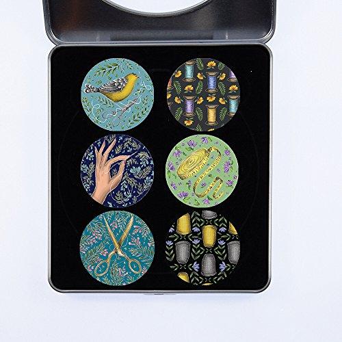 """Gewichte für Schnittmuster. 6er-Pack Näh-Designs Geschenkset (Set 1 von 3) von Künstlerin Catherine Rowe. Ideales Geschenk. Inspiriert von der Sendung """"The BBC Sewing Bee"""" 40 mm im Durchmesser"""