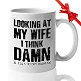 Taza del marido Mirando a mi esposa, creo que maldita sea Impresionante Mejor increíble Papá Papá Abuelo Marido Regalo de agradecimiento del día del padre de la esposa
