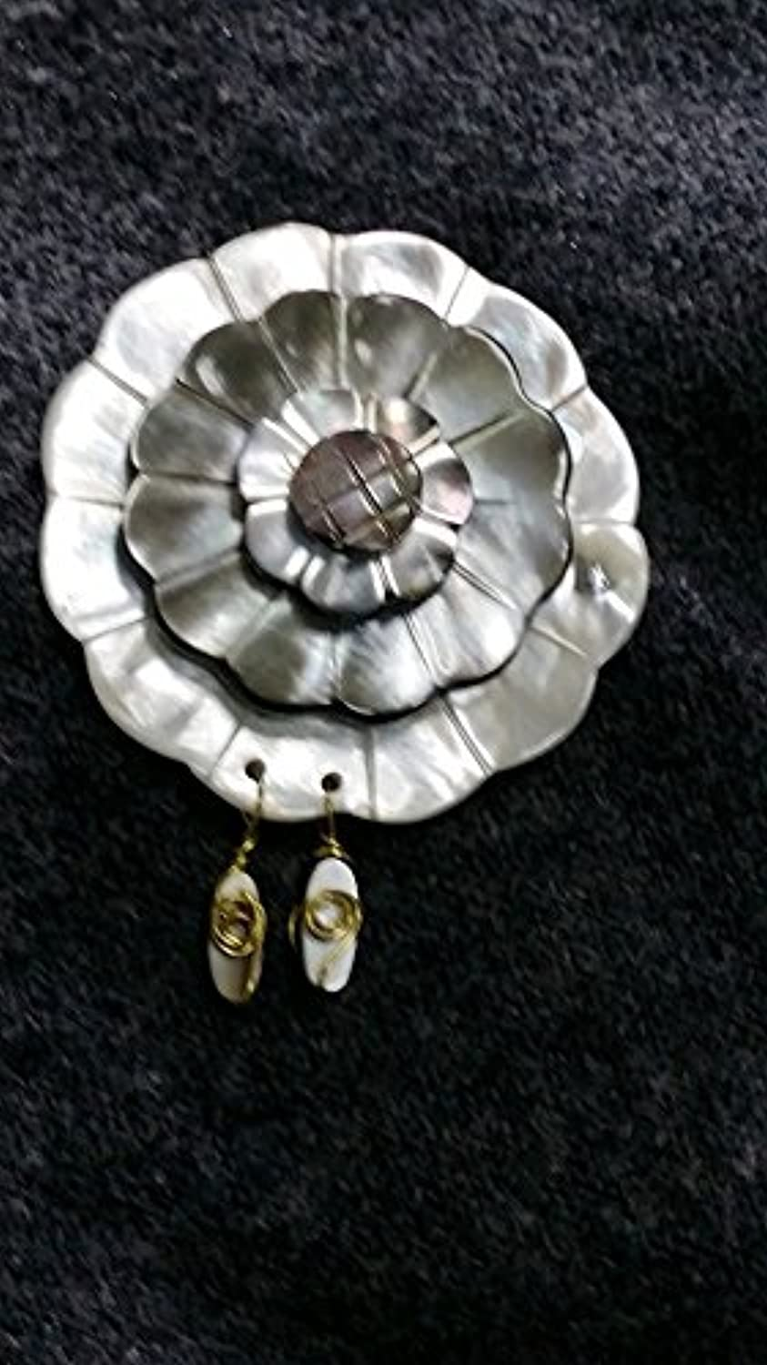 Designer Hand Carved Flower Brooch pin Badge Made Seashells can be Used in Two Ways When Falling Solitary Gorgeous Low-Key Delivery Chain