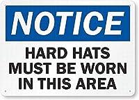 安全標識-注意:このエリアではヘルメットを着用する必要があります錫金属の通知標識通りの道路の警告標識