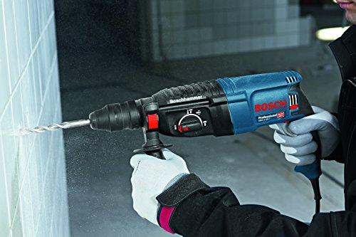 Bosch Professional 06112A4000 Perforateur GBH 2-26 F (830 W, Mandrin Interchangeable SDS Plus, Force de Frappe : 2,7 J, dans un Coffret) Bleu