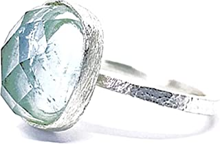 Spettacolare anello con una bellissima Acquamarina blu di dimensioni rosa che misura 15 mm x 12 mm e 9 carati, realizzato ...