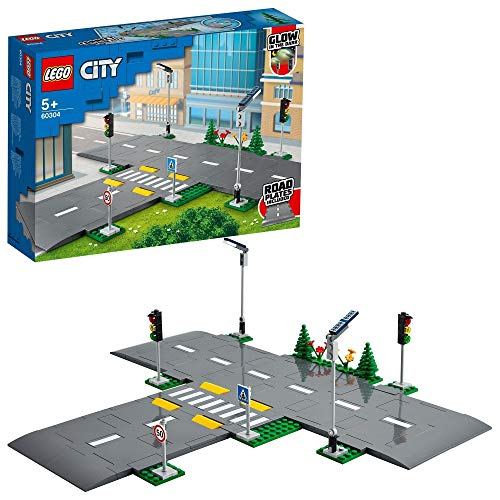 LEGO 60304 City Straßenkreuzung mit Ampeln, Bauset mit im Dunkeln leuchtenden Steinen