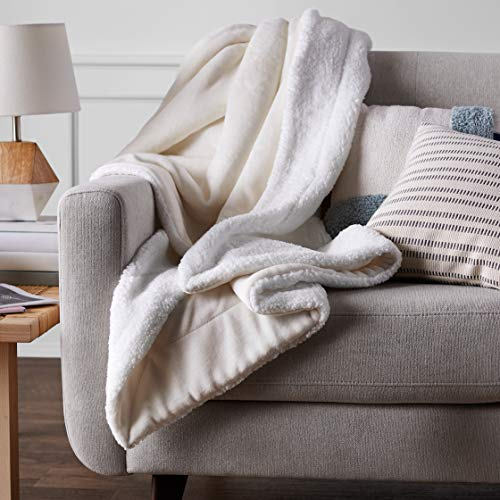 AmazonBasics Soft Micromink Sherpa Throw Blanket - Full/Queen, Cream