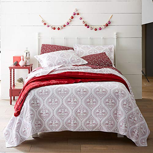 BrylaneHome Embroidered Reindeer Christmas Quilt - Twin, Red