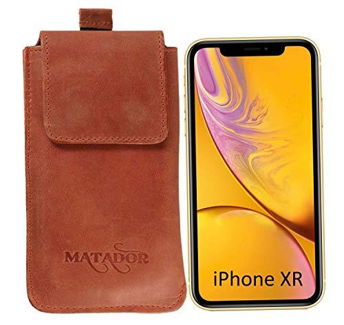 MATADOR Ledertasche Vertikal-Tasche Gürteltasche Kompatibel mit Apple iPhone XR/11/12 / 12 PRO Gürtelclip/Schlaufe & Magnetverschluss Ausziehhilfe (Konjak Braun)