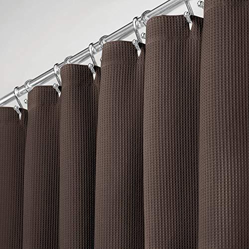 mDesign hochwertiger Duschvorhang mit Waffelgewebe – weicher & leicht zu pflegener Badewannenvorhang – Spritzschutz aus 100prozent Baumwolle für die Dusche oder Badewanne – Schokoladenbraun