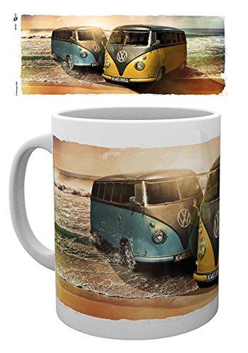 empireposter - Volkswagen - VW Camper Beach - Größe (cm), ca. Ø8,5 H9,5cm - Lizenz Tassen, NEU - Beschreibung: - VW Bulli Reklame / Werbung - Keramik Tasse, weiß, bedruckt, Fassungsvermögen 320 ml, offiziell lizenziert, spülmaschinen- und mikrowellenfest -