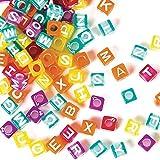 Baker Ross, Alphabet-Perlen in Würfelform (450 Stück) lila, blau, rosa, orange, gelb für Kinderschmuck zum Basteln und Dekorieren von Kunst und Handwerk