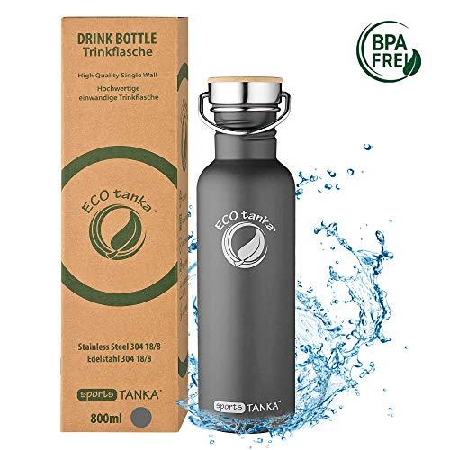 ECOtanka sportsTANKA Trinkflasche aus Edelstahl 0,8 Liter auslaufsicher - Wasserflasche BPA frei in Anthrazit/Oliv mit Edelstahl-Bambus-Verschluss