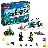 LEGO City Great Vehicles Yacht per Immersioni Subacquee con Minifigure dei Sub, Creature Marine e Pescespada, Set per Bambini dai 5 Anni in su, 60221