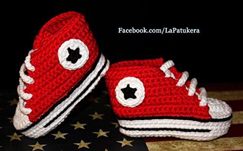 Patucos bebé. Crochet. Unisex. Estilo Converse. Color rojo. 100% algodón o lana, a elegir. Tallas de 0 hasta 9 meses. Hechos a mano en España. Regalo para bebé.