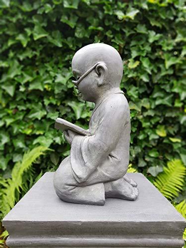 Figur Shaolin Mönch lesend mit Buch – für Haus und Garten – Höhe 42 cm – grau - 4