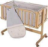 Cuna de colecho roba 'Room & Craddle', ajustable a la cama de los padres y utilizable como cuna normal, fabricada en madera, acabado natural. Incluye vestiduras de la coleccion textil 'Lucky angel azul'.