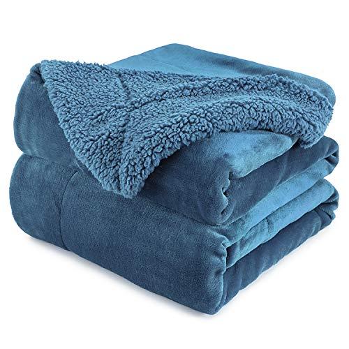 Anjee Couverture en Molleton Sherpa, Couverture réversible Super Douce pour lit et canapé, Couverture décorative Chaude et légère, Bleu Ardoise pour Taille Unique 230 x 275 cm