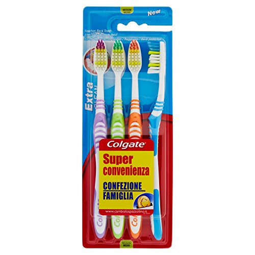 Cepillo de dientes Colgate Extra Clean medio, limpia alcanzando hasta los dientes posteriores