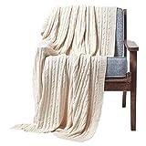 Homescapes gestrickte Tagesdecke, helle Wohndecke 150 x 200 cm in Creme, Strickdecke aus 100prozent Baumwolle, mit Zopfmuster, perfekt als Sofaüberwurf, Kuscheldecke, Plaid oder Babydecke, cremeweiß