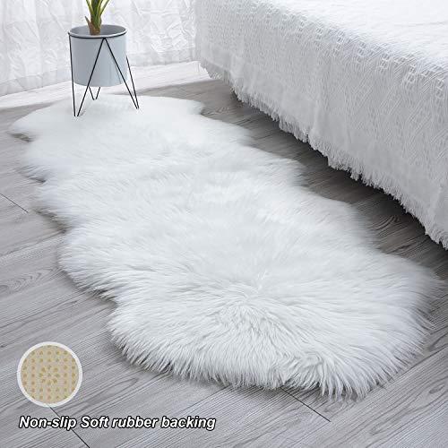 SXYHKJ 【Upgrade Anti-Rutsch Lammfell-Teppich Lang Kunstfell Schaffell Imitat | Wohnzimmer Schlafzimmer Kinderzimmer | Als Faux Bett-Vorleger oder Matte für Stuhl Sofa (Weiß, 60x160cm)