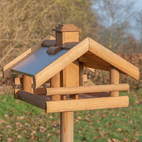 VOSS.garden Vogelhaus Grota inkl. Ständer aus Holz mit Metalldach, 134cm Gesamthöhe, wetterbeständig, Vogel-Futterhaus Vogelhäuschen