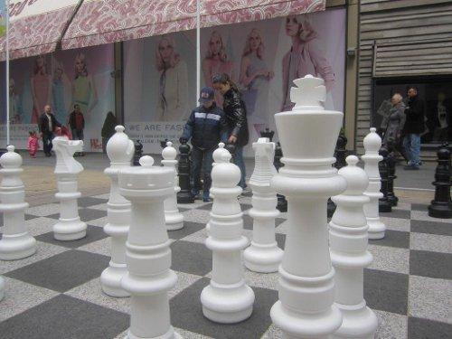 Ubergames Mega Giga Schach Figuren (94 cm) aus hochwertigem, wetterbeständigem, UV-beständigem Kunststoff - Freiland Schach figuren gross