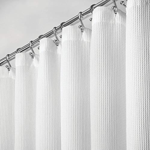 mDesign Duschvorhang aus 100prozent Baumwolle – schöne, strukturierte Duschgardine – leicht zu pflegener Badewannenvorhang – weiß