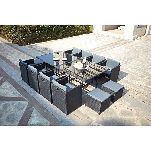 CONCEPT USINE - Salon De Jardin Miami 12 Personnes en Résine Tressée Noir Poly Rotin - 1 Table en Verre - 8 Fauteuils - 4 Poufs - Coussins Gris - Encastrable, Résistant, Imperméable