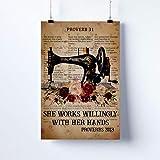 LINQWkk Letrero de metal retro con texto en inglés «She Works Willingly With Her Hands», decoración de pared, decoración vintage para el hogar, jardín, cocina, letrero artístico de 20,3 x 30,5 cm