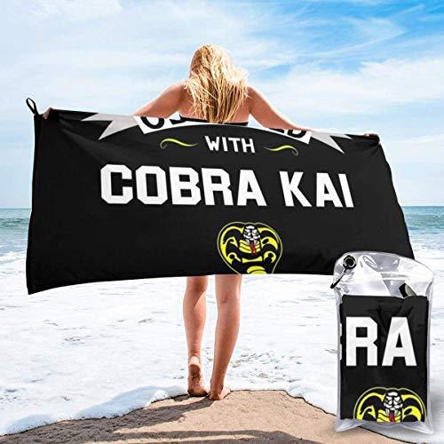 KOMOBB Obsesionado con la toalla de playa grande de microfibra Cobra Kai, plegable, equipada con mosquetón para un fácil almacenamiento, toalla de baño suave, toalla de ducha de secado rápido