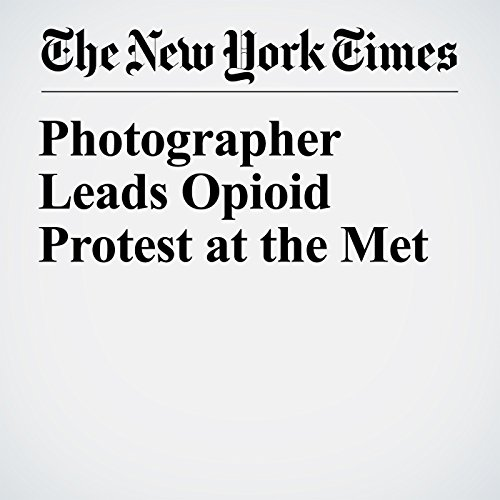 Photographer Leads Opioid Protest at the Met copertina