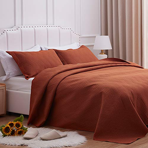 SunStyle Home Quilt Set Full/Queen Size,Rust Brown Diamond Pattern Bedspread-90 x96, Soft Lightweight Microfiber Coverlet, Luxurious Warm Bed Cover for All Seasons-3 Pieces(1 Quilt, 2 Pillow Shams)