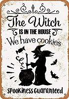 魔女は家にいます。 私たちはクッキーメタルレトロな壁の装飾ティンサインバー、カフェ、家の装飾を持っています