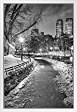New York City Central Park Wintery Path BW Foto, gerahmtes