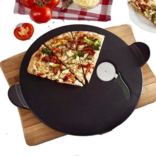 Pizzastein Set schwarz Schamott Brotbackstein Pizza Stein für Backofen und Grill rund 33 x 1,1 cm, Schamottstein, mit Pizzaschneider. Auch für den Griller geeignet, Schamott Cordierit Brotbackstein