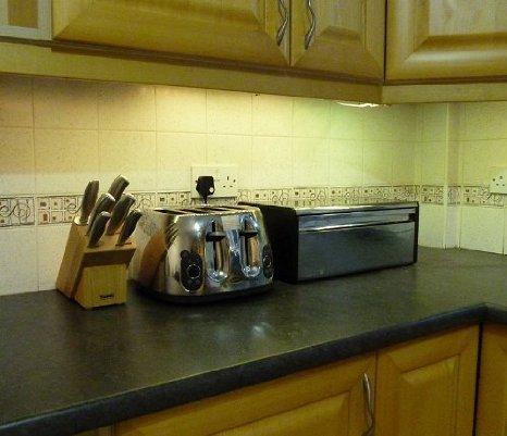 Ossun blanco cálido LED cocina/bajo iluminación del gabinete SET (4 x 50 cm LED tiras y suministro) ** Paquete de iluminación LED fantástico - IDEAL para cocinas transformadora, zócalo luces, debajo de los gabinetes