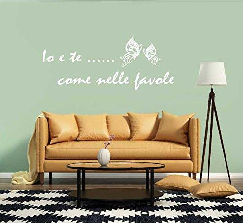 Adesivo Murale Io e Te come nelle favole farfalle fiori frasi d'amore stickers murale decalcomanie citazioni (120x50 cm.) per decorazione casa Adesivo4You (Bianco)