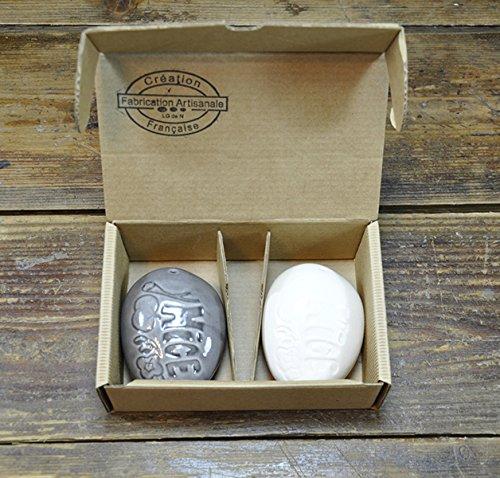 Les Galets De Nice Set Sel Poivre Modèle Salade Niçoise - Dim. unitaire indic: 8 x 6 x 3 cm - Céramique - Fabriqué à Vallauris - The Little Boutique