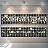 2 Pancartas Telón de Fondo de Fiesta de Graduación Bandera Colgantes de Cuadros de Búfalo Bandera de Señal de Congrats Grad de Tela Grande Fondo de We are So Proud of You (Negro)