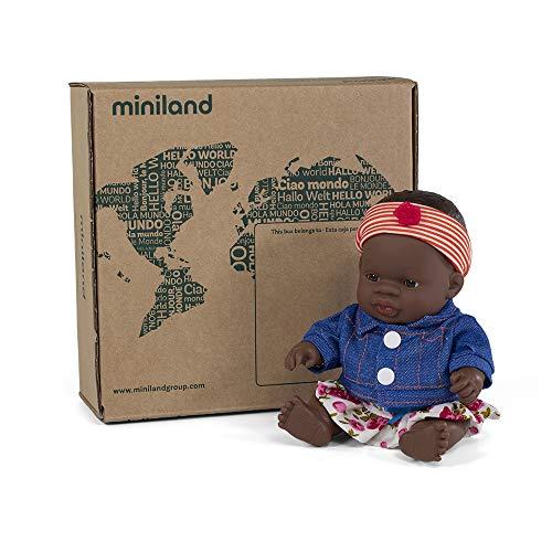 Miniland Set de regalo: Muñeca bebé con rasgos africanos y conjunto de ropita con accesorios. (31201) , color/modelo surtido