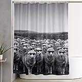Niedliche Schafe mit Sonnenbrille Duschvorhang Badvorhang Set Wasserdicht Dick Polyester Stoff Badzubehör Hausdekoration mit 12er Packung Kunststoffhaken