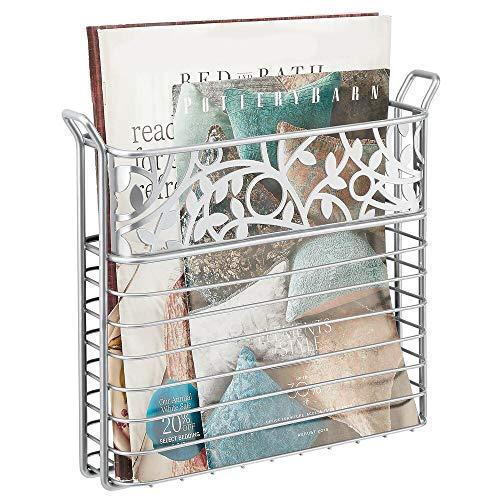 mDesign Zeitungshalter für das Bad, Wohnzimmer oder Büro – wandmontierter Zeitungskorb aus Metall – platzsparender Zeitschriftensammler für Magazine, Bücher oder Tablets – silberfarben