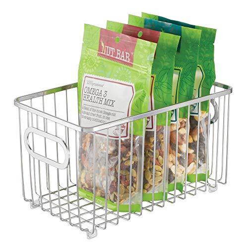 mDesign Cesto portaoggetti in metallo – Organizer compatto e versatile con manici – Contenitore universale ideale per cucina o bagno – argento