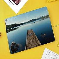iPad mini 1 2 3 ケース 二つ折スタンド オートスリープ機能 iPad Mini3/2/1(初代第二三世代) 専用スマートカバー岩と山の風景が穏やかなカナダのクリスタル湖の木のデッキ