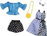 Barbie Fashionistas Kit vêtements de voyage, 2 tenues pour poupée dont short, robe, top et accesssoires, jouet pour enfant, FXJ68