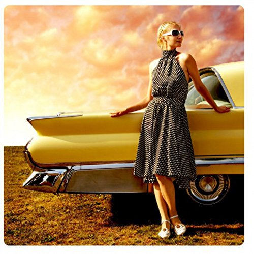 1art1 Oldtimer - Girl and A Yellow Car Acrylglas-Bild 29 x 29 cm