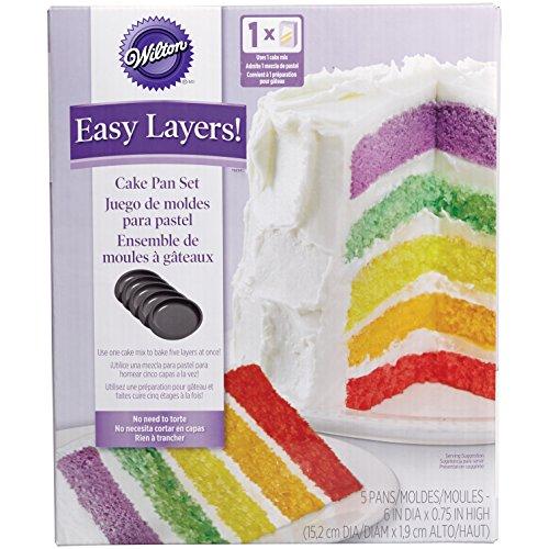 """Set de 5 moldes para hacer los famosos """"layer cakes"""" (tartas de varias capas) Fácil de usar, simplemente divides la mezcla entre los cinco moldes y los metes al horno juntos Medidas: diámetro 15,2 cm y altura 1,9 cm Cubiertos de una capa antiadherent..."""
