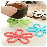 5pcs Plum-Shaped Anti -Slip Table mat Heat pad Insulated hot Pot mat Kitchen Placemats Insulation mats(Color Random)