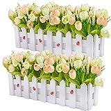 Plantas de flores artificiales - Rosas y capullos de rosa en maceta cerca de piquete para...