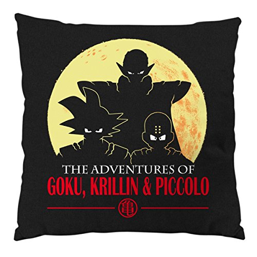 "Cojín con relleno de 28x28cm color negro: ""The Adventures of Goku, Krillin & Piccolo"""